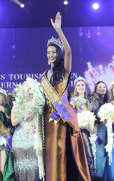 Camila Reis là thí sinh đầu tiên của Brazil đăng quang ngôi vị Miss Tourism Queen International.