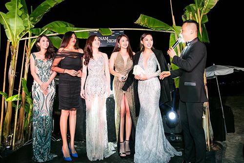 Ba á hậu Áo Dài 2018 Thu Phương (trái), Nhật Giang (thứ hai, trái), Thảo Trang