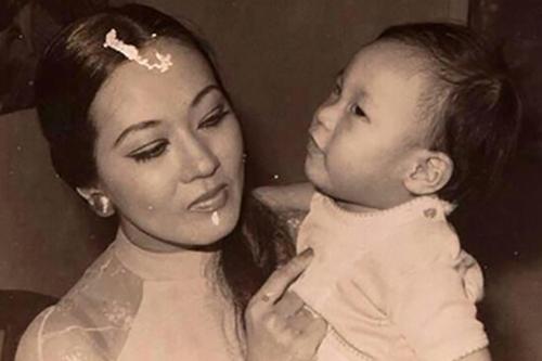 Hà Linh thuở bé bên mẹ - cố nghệ sĩ Thanh Nga.