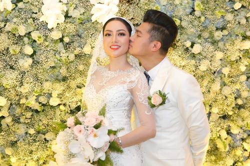 Đám cưới Lâm Vũ và Jennifer Huỳnh Tiên được tổ chức tại TP HCM, tối 17/5.