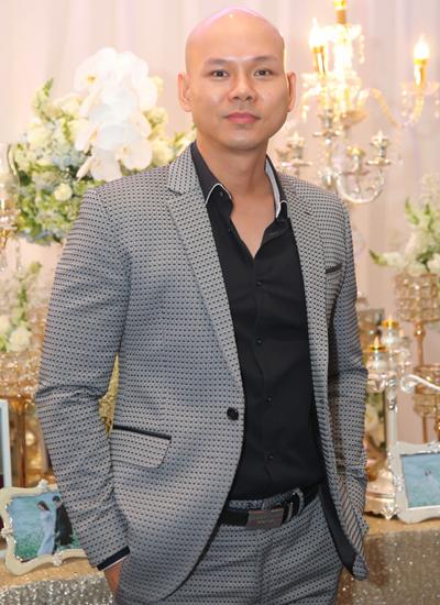 Ca sĩ Phan Đình Tùng hát mừng ngày cưới bạn.