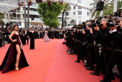 Người đẹp khẳng định mình xuất hiện trên thảm đỏ Cannes không phải để diễn, để đi cho vui.