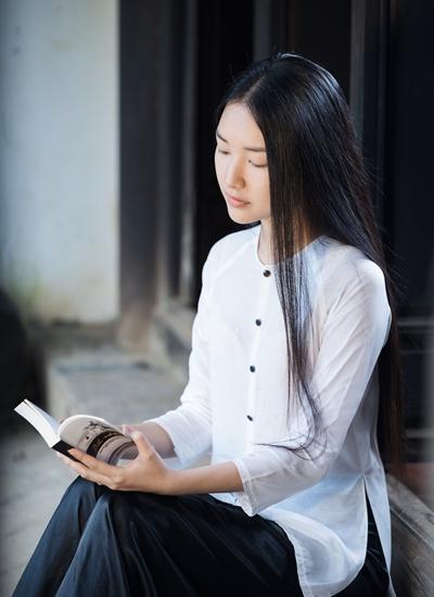 Người đẹp Ngọc Trân hóa thành Nàng trong chương trình.