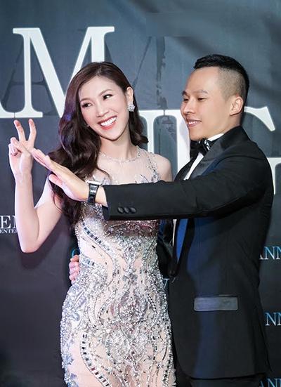 Mrs Áo dài Việt Nam 2018 Phí Thị Thùy Linh và bầu Vũ Khắc Tiệp.