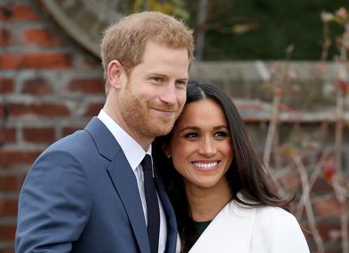 Hoàng tử Harry và hôn thêMeghan Markle.