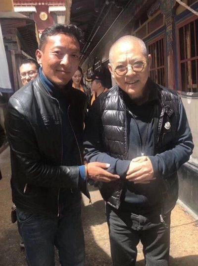 Theo Sohu, Lý Liên Kiệt (phải) gần đây có chuyến hành hương Tây Tạng.