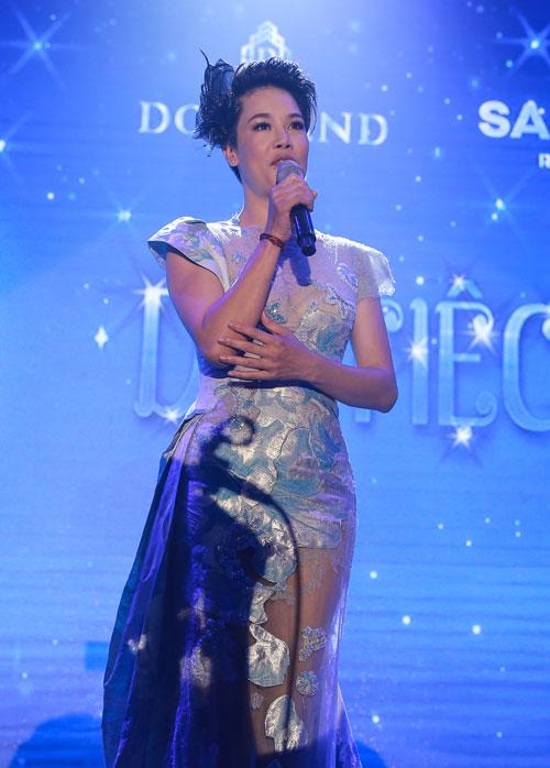 Thu Phương vừa tham dự đêm dạ tiệc Vũ khúc lam ngọc do DOJILand tổ chức tại khách sạn Wyndham Legend Hạ Long.