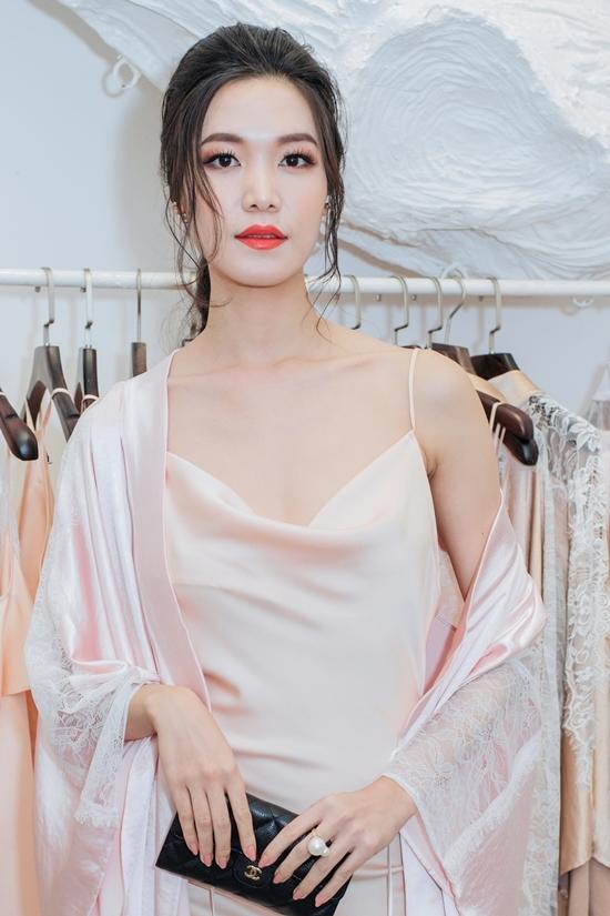 Diễm My 9x, hoa hậu Thùy Dung diện váy ngủ đi sự kiện