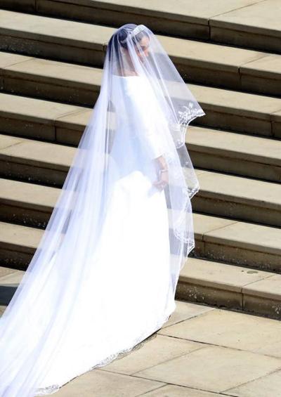 Bộ váy của Meghan Markle đi theo hướng tối giản. Ảnh: Huffingtonpost.