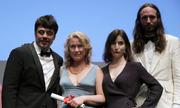 Phim 18+ về tình yêu dị biệt thắng 'Nhãn quan độc đáo' ở Cannes