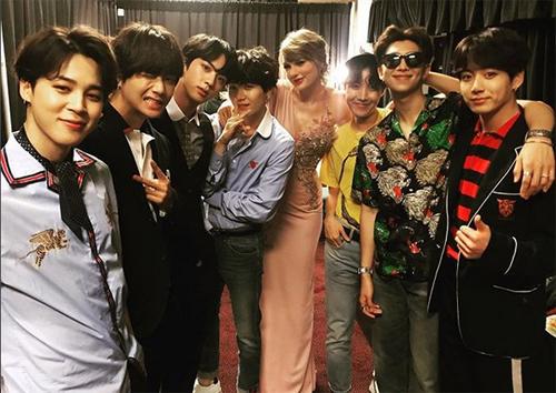Taylor Swift chúc mừng nhóm BTS với giải thưởng tại Billboard Music Award.