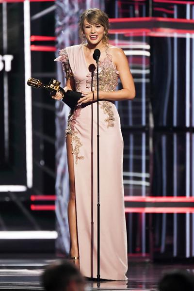 Taylor Swift trên sân khấu Billboard Music Awards 2018. Ảnh: Shutterstock.