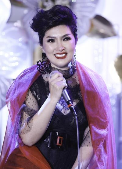 Hồng Nhung trong sự kiện ra mắt ca khúc mới ở Mỹ.