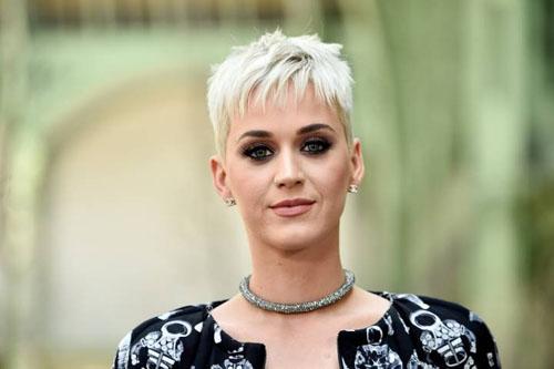 Trong hơn một năm trở lại đây, Katy xây dựng vẻ ngoài nổi loạn và cá tính.
