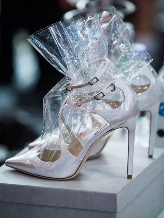 Giày bọc nylon - mốt mới của các tín đồ