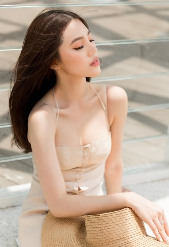 Jolie Nguyễn gợi ý váy áo hai dây cho mùa hè
