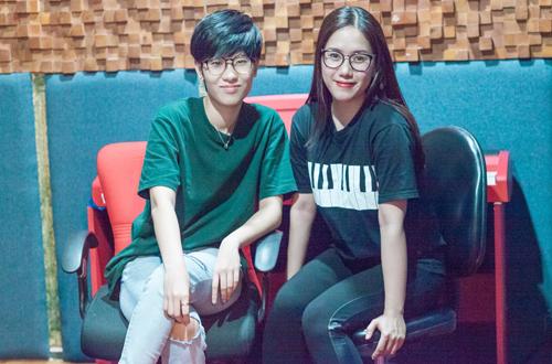Ca sĩ Thùy Chi (phải) và nhạc sĩ Tiên Cookie.