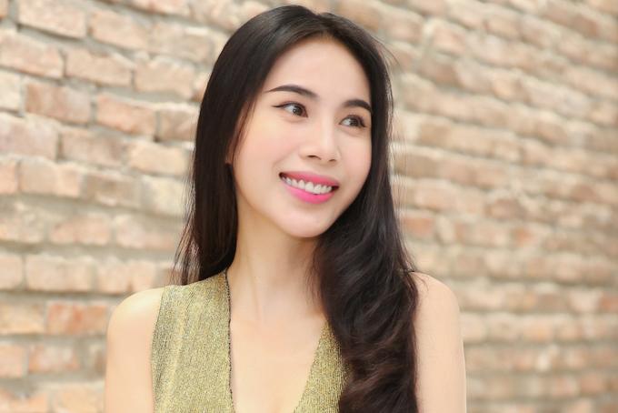 Thủy Tiên diện váy hiệu tôn dáng