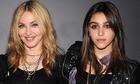 Con gái 21 tuổi giống Madonna như đúc