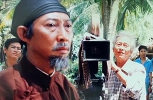 Đạo diễn Huy Thành (phải) trên trường quay.