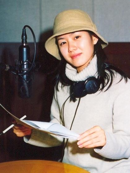 Mặt mộc của Son Ye Jin cách đây gần 20 năm. Theo Naver, các đạo diễn kể cô thường đến trường quay với khuôn mặt không son phấn, mặc giản dị.