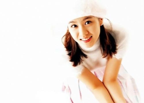 Nhan sắc của Son Ye Jin năm 17 tuổi thu hút các đạo diễn. Họ nhận định cô mang dáng dấp nữ chính, có tình cách hiền lành vàbất hạnh- mẫu nhân vật rất thịnh hành cuối thập niên 1990, đầu 2000.