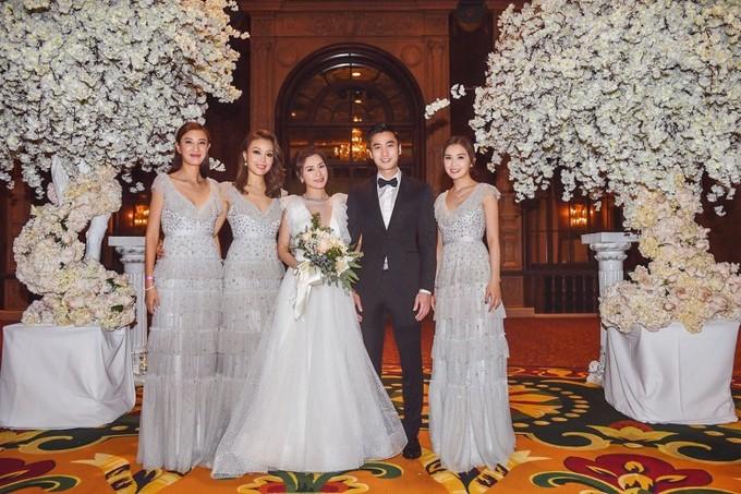 Chung Hân Đồng khóc trong lễ cưới