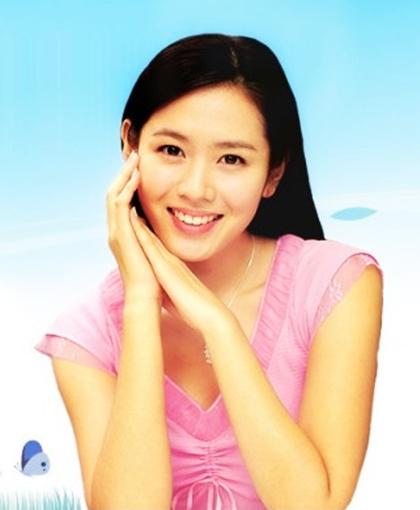 Ở tuổi đôi mươi, cô cùng Song Hye Kyo, Choi Ji Woo vàHan Hyo Joo được chọn là nàng thơ trong series phim bốn mùa của đạo diễn Yoon Seok Ho.Ông là công thần xứ Hàn khi đưa phim truyền hình nước này lan tỏa châu Á.Nếu Song Hye Kyo ghi dấu với Trái tim mùa thu, Choi Ji Woo gây thương nhớ với Bản tình ca mùa đông, Han Hyo Joo hút fan qua Điệu valse mùa xuân thì Son Ye Jin thành công với Hương mùa hè.