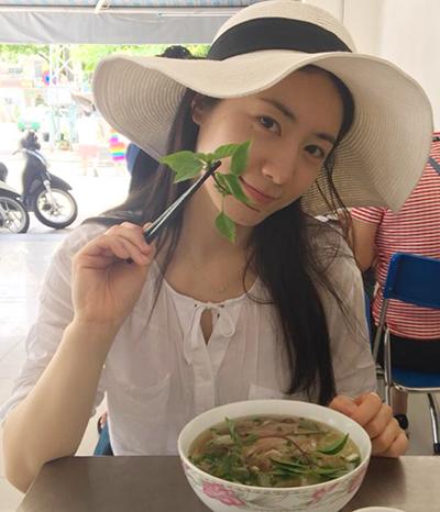 Hyoyoung khoe ảnh ăn phở khi đến Đà Nẵng.