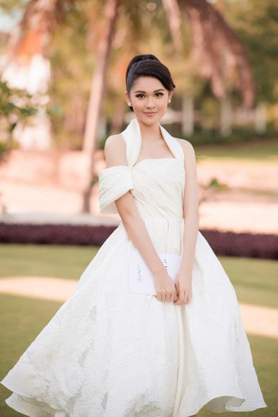Á hậu Thùy Dung hóa công chúa