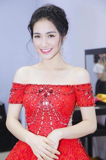 Ca sĩ Hòa Minzy.