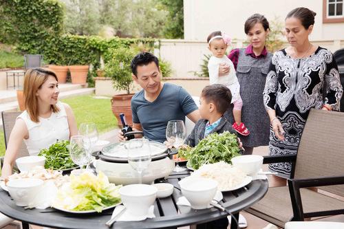 Thanh Thảo đang có cuộc sống bình yên bên chồng và con trai nuôi ở Mỹ.