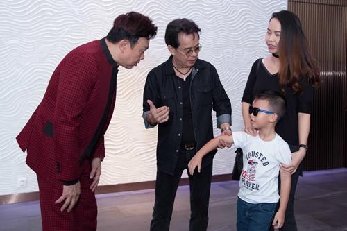 Nhạc sĩ Đức Huy khoe vợ kém 44 tuổi và con trai