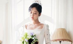Jang Nara khoe 'nhan sắc không tuổi' khi diện áo cưới