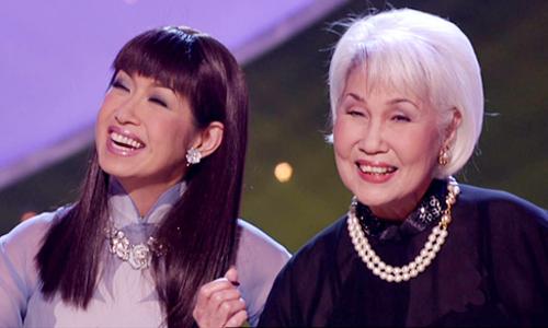 Ý Lan (trái) và mẹ - danh ca Thái Thanh.