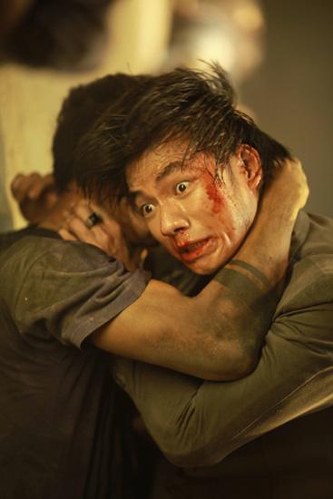 Năm 2013, nam nghệ sĩ chạm ngõ điện ảnh với Đường đuatrùm lưu manh tàn bạo, máu lạnh, biến thái