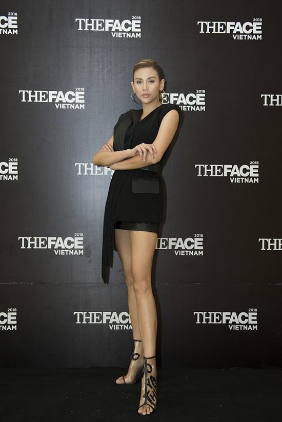 Cuộc đua váy áo của ba huấn luyện viên The Face ở vòng casting