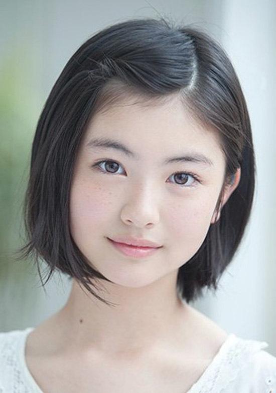 <p> Hamabe Minami - diễn viên sinh năm 2000 - ở vị trí thứ tư. Cô vào làng giải trí năm 2011, từng tham gia các phim<em>Mare</em>,<em>Ace Attorney</em>,<em>Saki</em>... Tại lễ trao giải của Viện Hàn lâm Nhật Bản hồi tháng 3,Hamabe Minami nhận danh hiệu <em>Diễn viên triển vọng</em>nhờ thể hiện trong phim<em>Let Me Eat Your Pancreas.</em></p>