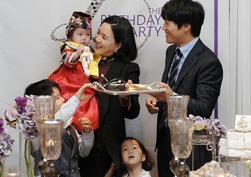Khoảnh khắc hạnh phúc của gia đình Ngôi sao bình dân Cha Tae Hyun - 1