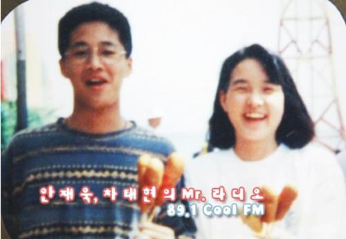 Cha Tae Hyun luôn mang theo bên mình bức ảnh chụp cùng vợ. Anh ghi rõ ngày chụp sau bức ảnh - ngày 28/4/1992.