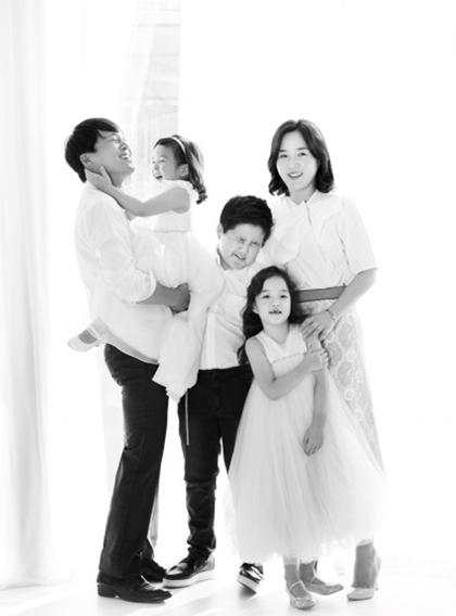 Khoảnh khắc hạnh phúc của gia đình Ngôi sao bình dân Cha Tae Hyun - 6