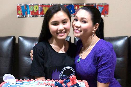 Ngọc Huyền bên con gái Hà Tiên.