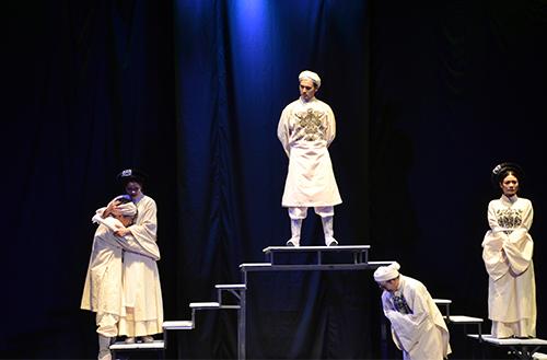 Vở kịch Yêu là thoát tội được tác giả Lê Chí Trung cảm tác từ tình yêu giữa Nguyễn Thị và Nguyễn Thị Lộ. Ảnh: Mạnh Hảo