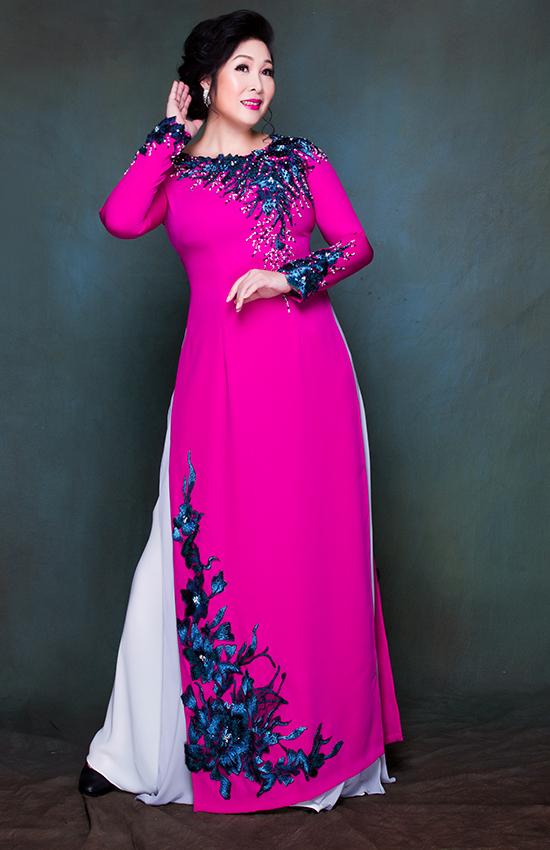 NSND Hồng Vân chọn áo dài mặc trong đám cưới con gái