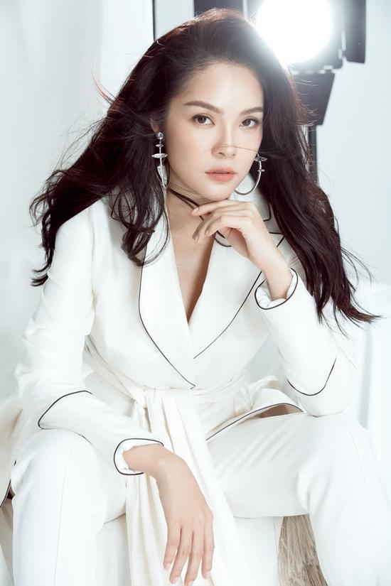 Dương Cẩm Lynh gợi ý trang phục vest tôn cá tính
