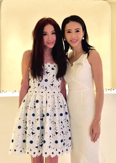 Ôn Bích Hà 52 tuổi còn Lê Tư 47 tuổi. Trên Weibo, cả hai được khán giả khen trẻ trung.