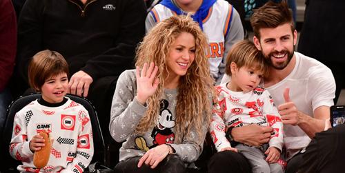 Shakira, Pique bên hai con trai.