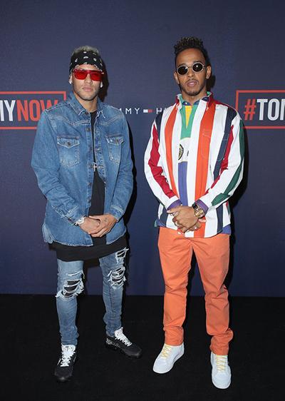 Cách phối denim với denim được anh (trái)áp dụng với quần skinny jeansAmiris MX1 giá 751 bảng (22,8 triệu đồng)Nike X Off White Vapormax 180 bảng (5,5 triệu đồng).