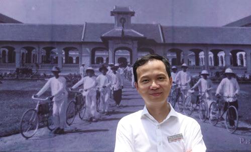 Nhạc sĩ Trần Lê Quỳnh khi về thăm trường cũ - THPT Lê Hồng Phong, TP HCM - năm ngoái.