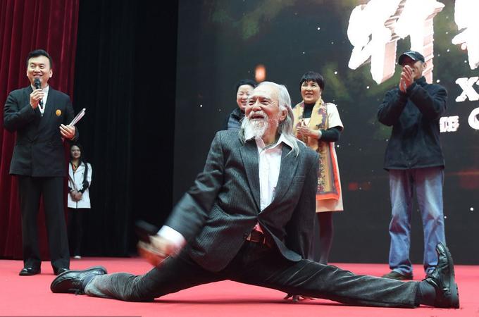 Cuộc sống năng động tuổi ngoài 80 của sao 'Ỷ Thiên Đồ Long Ký'